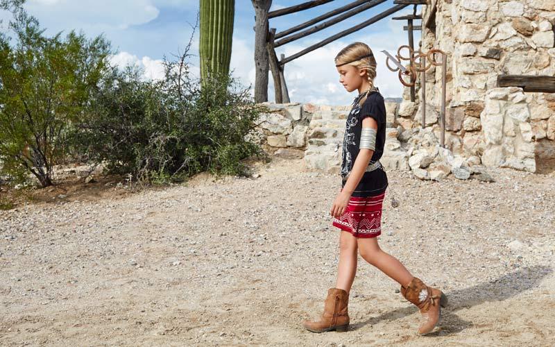 Kids-cowboy-fashion-girl-in-desert-style-fashion