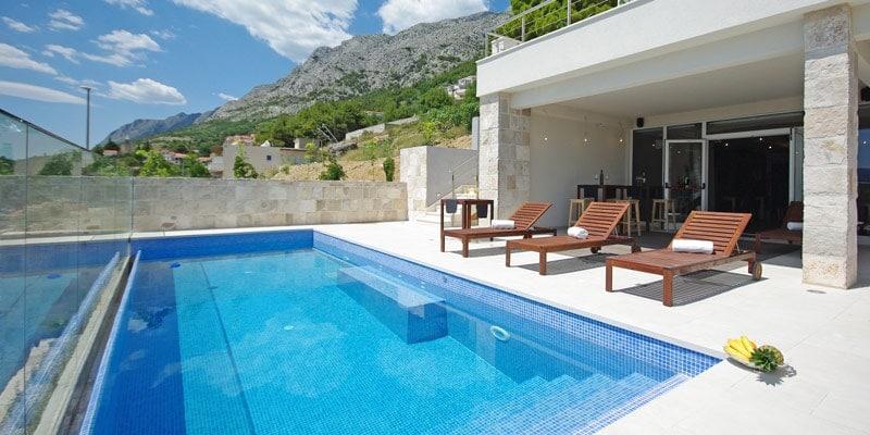 JoLaRa-villa-outdoors-pool