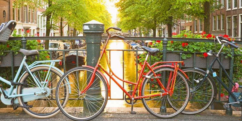 amsterdam-bikes-and-bridge