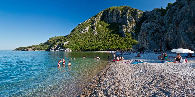 beach-turkey-with-people-swimming