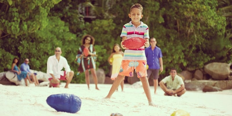 kids-club-kids-play-on-beach-four-seasons-seychelles