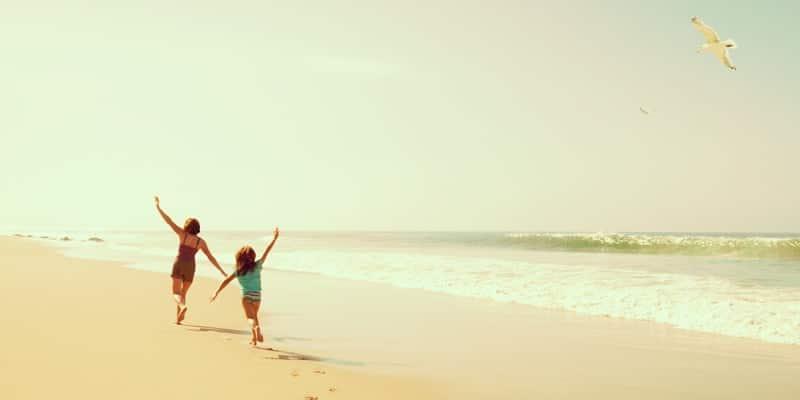 kids-running-on-bermuda-beach