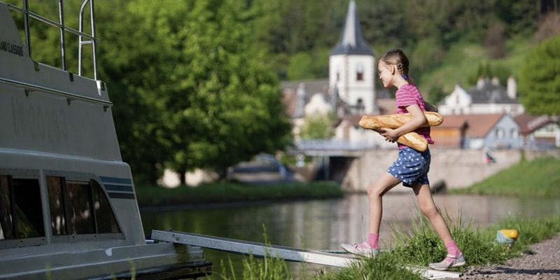 Alsace_Holger-Leue_Lutzelbourg_girl-with-french-loaf-le-boat