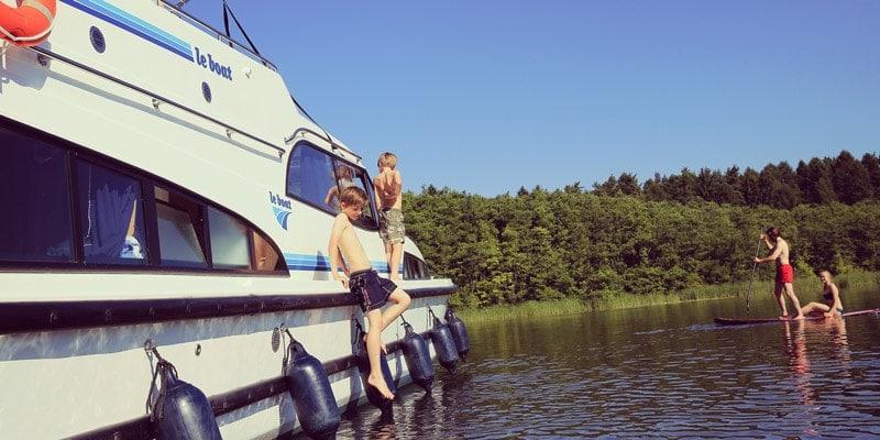 family-boat-le-boat