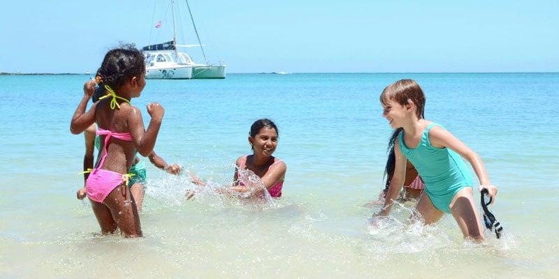 kids-play-in-sea-mauritius