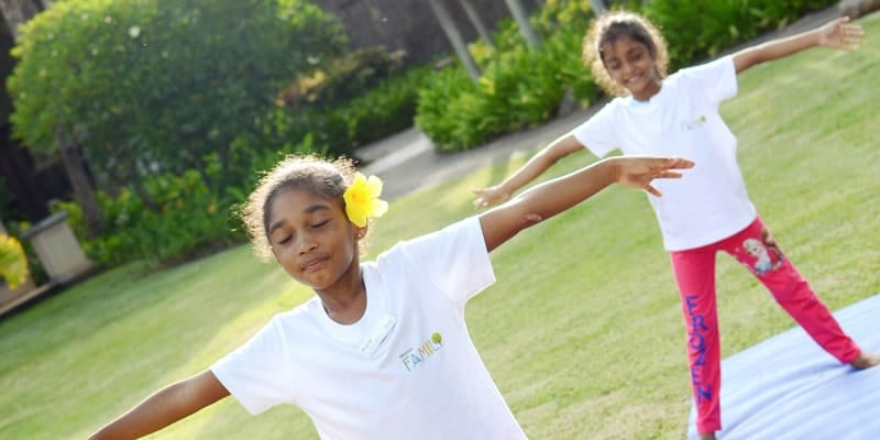 kids-yoga-at-turtle-bay-mauritius