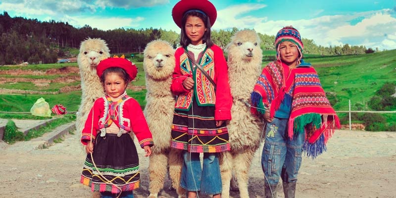 south-america-children-with-llamas