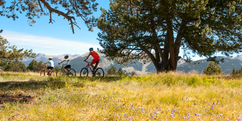 family-cycling-in-andorra