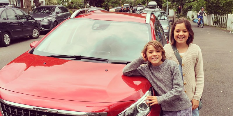 scarlett-and-fin-with-peugeot-2008-suv