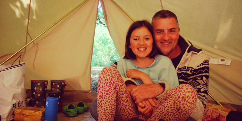 steve-tooze-and-scarlett-in-a-tent-in-uk