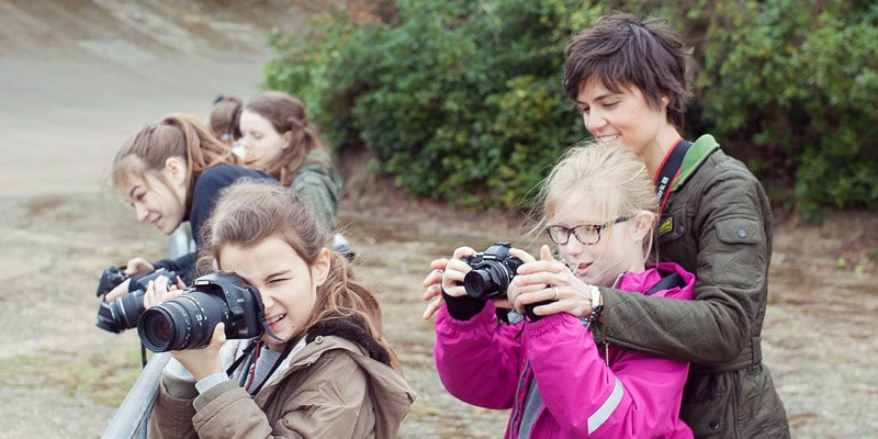 sharp-shots-teaching-kids-photography-lesson