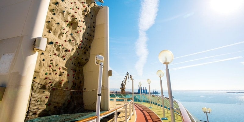 climbing-wall-discovery-thomson-cruise