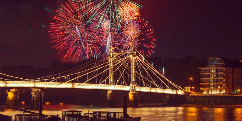fireworks-over-albert-bridge-london-battersea-chelsea