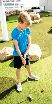 little-boy-playing-golf-on-discovery-thomson