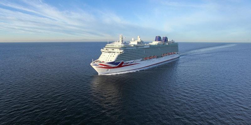 po-britannia-cruise-ship-in-sea
