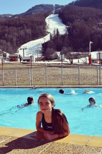 ucpa-serre-chevalier-easter-2016-credit-mark-barber-holly-in-pool