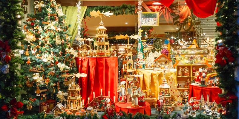 christmas-shop-window-bruges-belgium