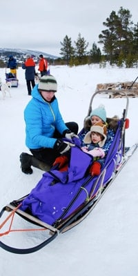 jane-and-family-on-sleds-in-geilo-norway