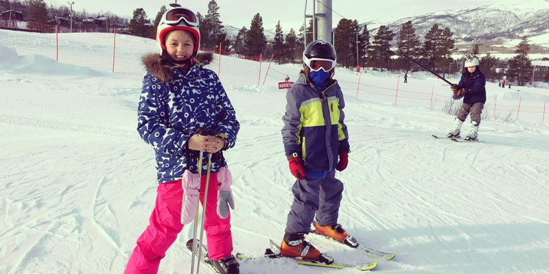 scarlet-and-fin-skiing-in-geilo-norway
