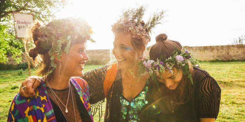 girls-in-headdresses-at-wilderness-festival