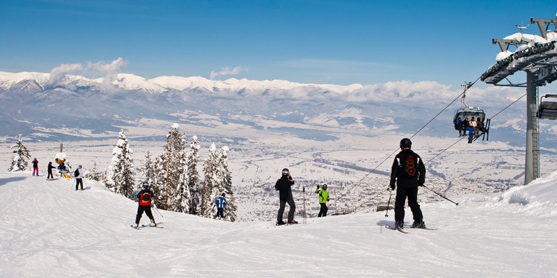 skiiers-on-mountain-in-bansko-bulgaria