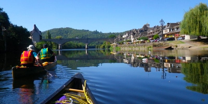 canoeing-on-river-in-uk