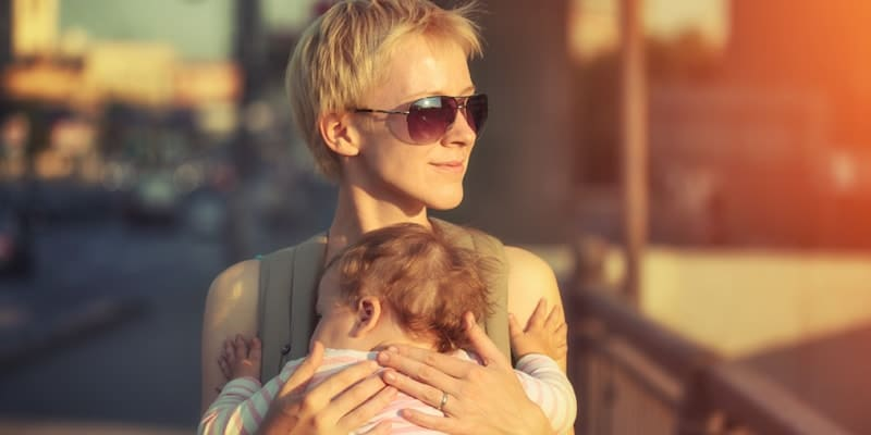 cool-young-mum-with-baby-on-holiday-in-sunshine