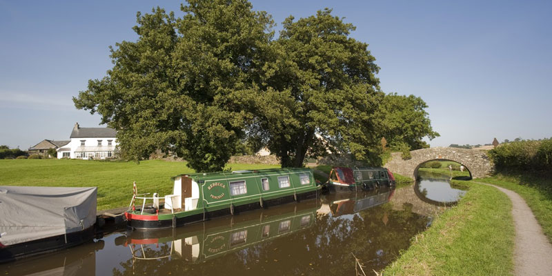 canal boat holidays monmouth-brecon-beacons-canal