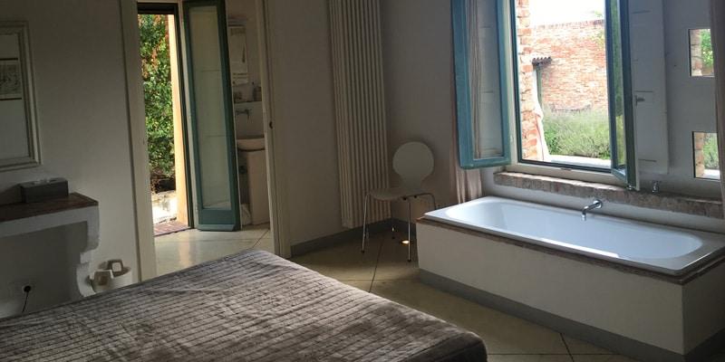 katy-hill-tuscany-villa-Fontelunga-bathroom-tuscany-italy