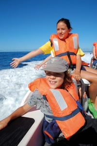 scarlett-and-fin-on-boat-in-azores
