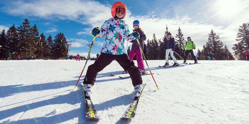 Jan_Slovenia-Tourism-Family-Skiing_Vogel