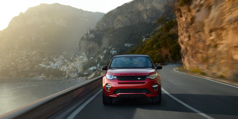 landrover-discovery-sport-driving