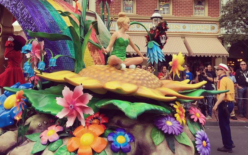tinkerbelle-in-walk-disney-parade