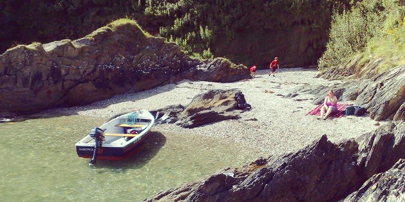 Bosahan-Cove-cornwall-with-boats