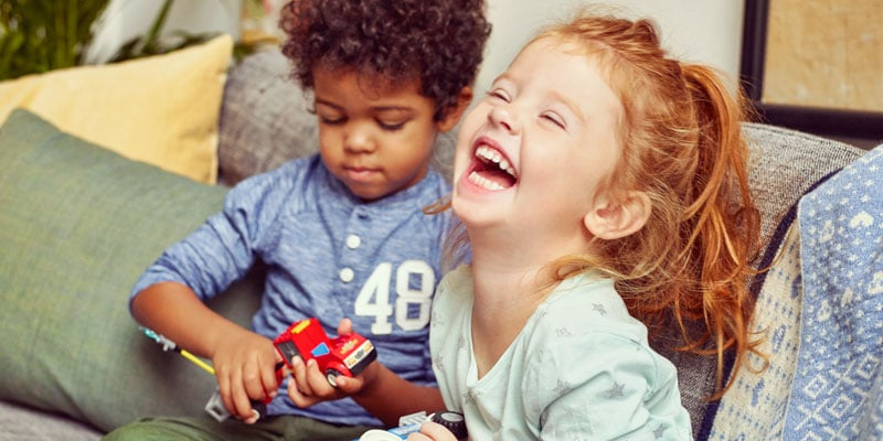 Boy-and-girl-playing-with-lego