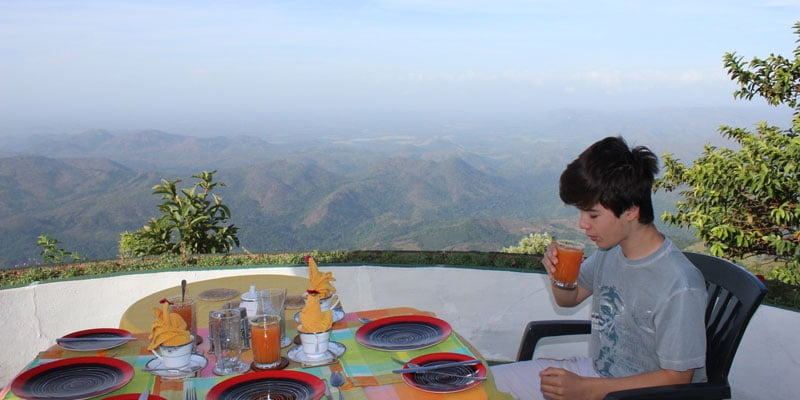 sri-lanka-Breakfast-with-a-view---Kelburne-Mountain-View