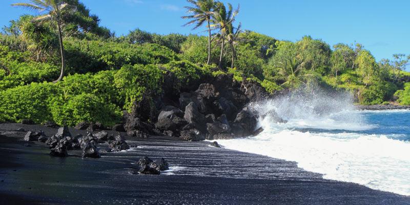 black-sands-beach-hawaii