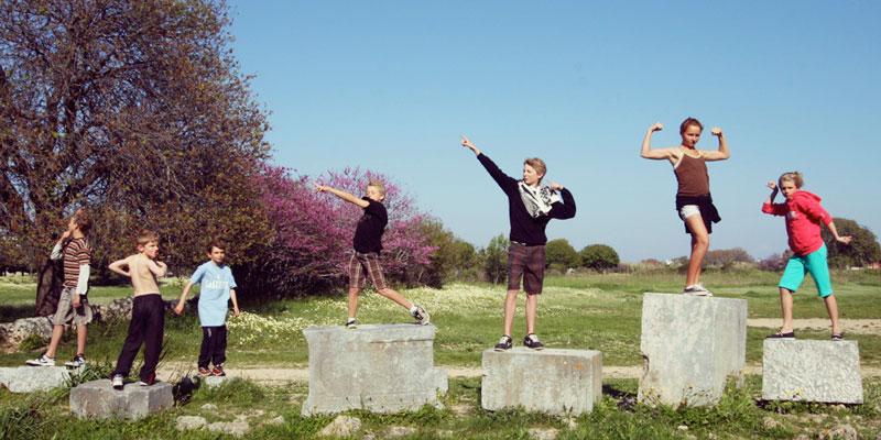kids-as-statues