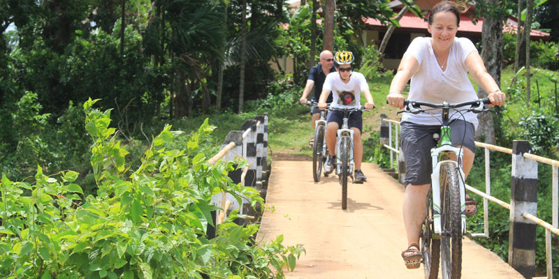 sri-lanka-Enroute-to-make-egg-hoppers---cycling-with-Village-Rider