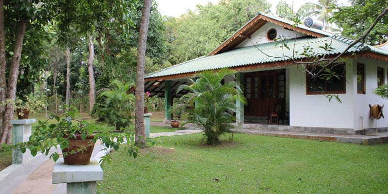 sri-lanka-Family-Lodge-at-Horathapola-(1)