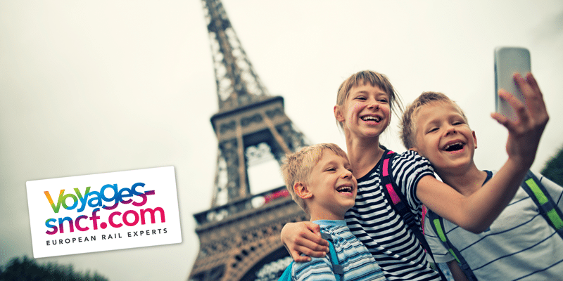 Children-selfie-at-Eiffel-Tower---Imgorthand