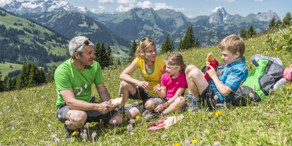 Gstaad family hike