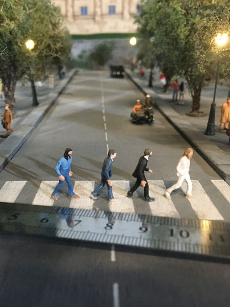 Miniature The Beetles crossing 72 hours in manhattan