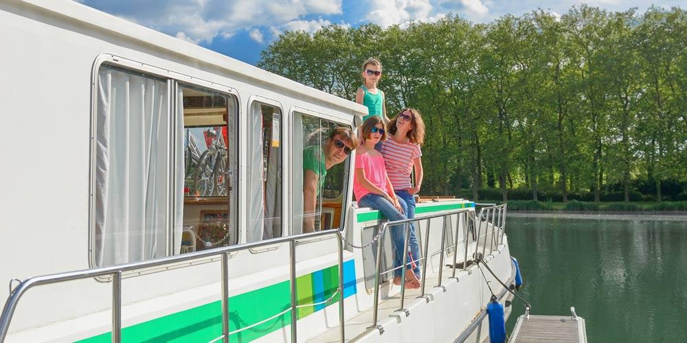 Family river cruise boat RYA training courses