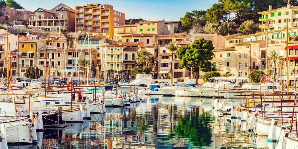 charter-a-family-yacht-Spain