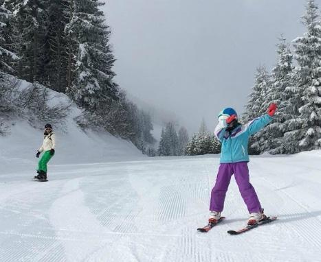 Tips for family skiing, Girl learning to ski