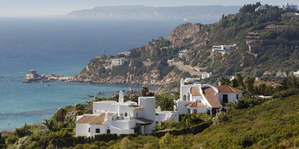 Best family destinations in Spain, rocky cove in Costa de la Luz