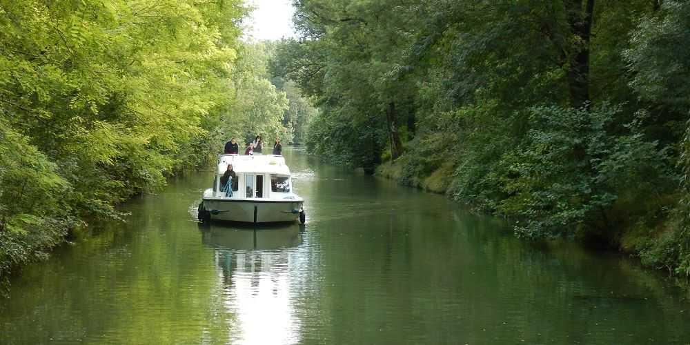 family boating holidays